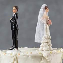Мужчина развелся с женой, впервые увидев ее без макияжа