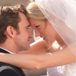 Почему красивые женщины выходят замуж за менее привлекательных мужчин?