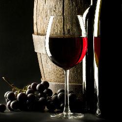 Красное вино спасет от слепоты