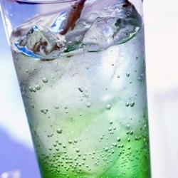 Напитки со льдом опасны, утверждают специалисты