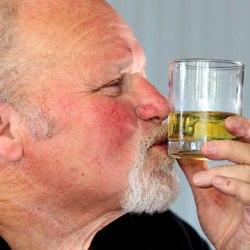 Мужчина ослеп от водки и прозрел от виски