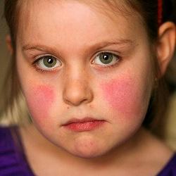 У ребенка болит живот слева под ребрами что это может быть