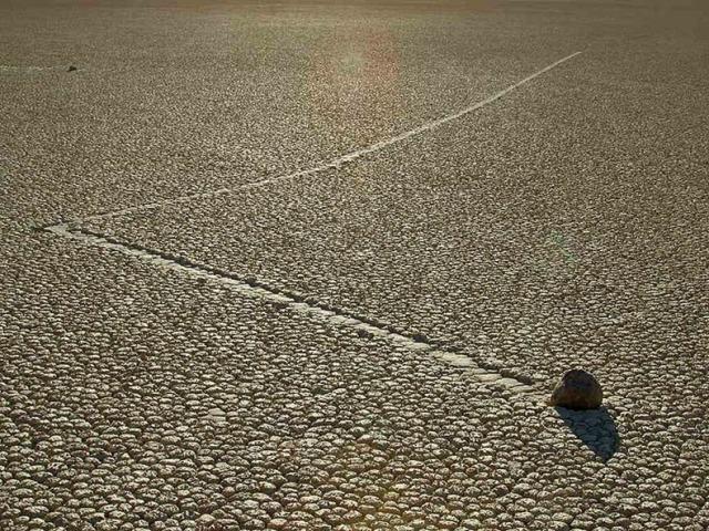 Раскрыт секрет движущихся камней в Долине смерти