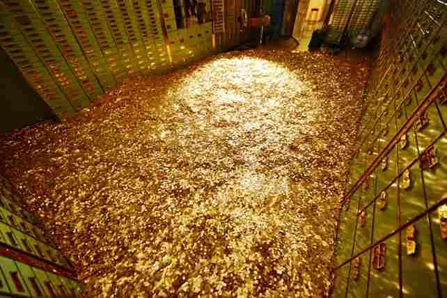 Сейф ручной работы, наполненный 8 миллионами монет, выставлен на аукцион