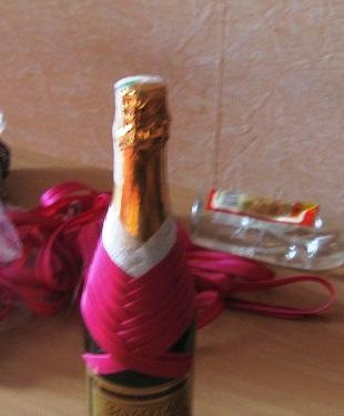 0e249124313ef220faf6e69cbe7fa72c Как украсить бутылки шампанского в подарок своими руками