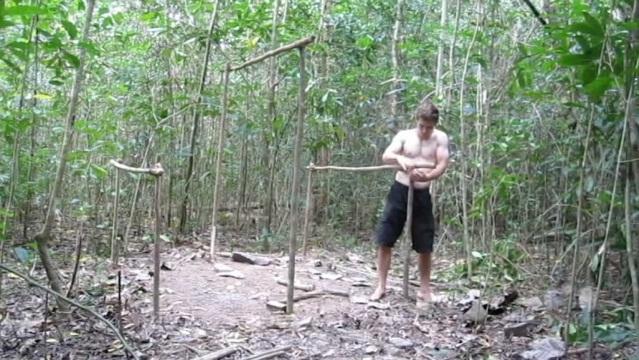 Дом в лесу без инструментов