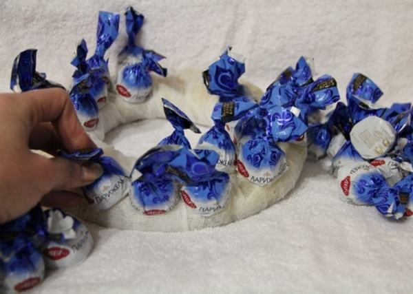 Украшаем конфеты на новый год