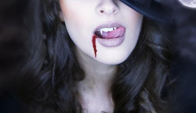 смайлик вампир: