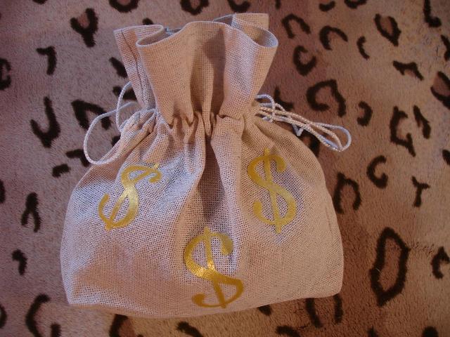 Как подарить мешок денег