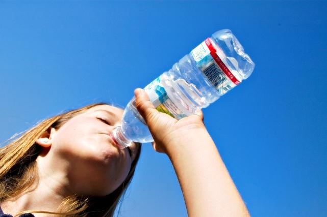 Пить из пластика вредно