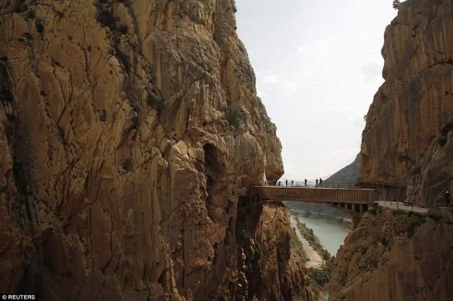 Самая опасная тропа в мире стала самым популярным туристическим направлением