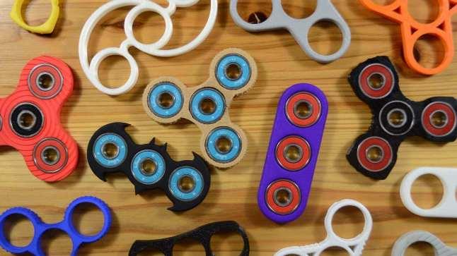 2d227f973477b6570b27bb9d3c8c7996 Фиджет спиннер: что это за игрушка и почему она захватила мир?