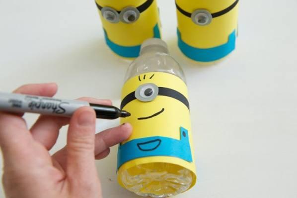 Миньоны из бутылок своими руками 56