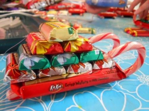 Небольшой подарок из конфет