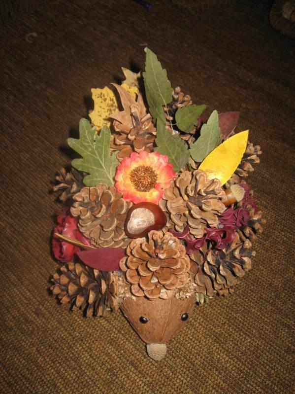 Осенняя поделка из шишки фото