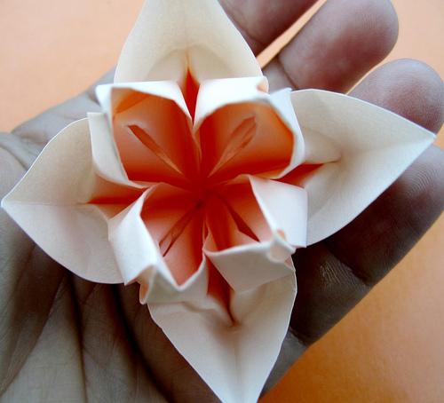 Оригами-цветок из бумаги