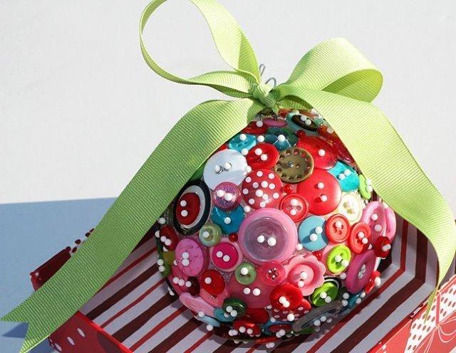 Новогодний шарик из ниток своими руками