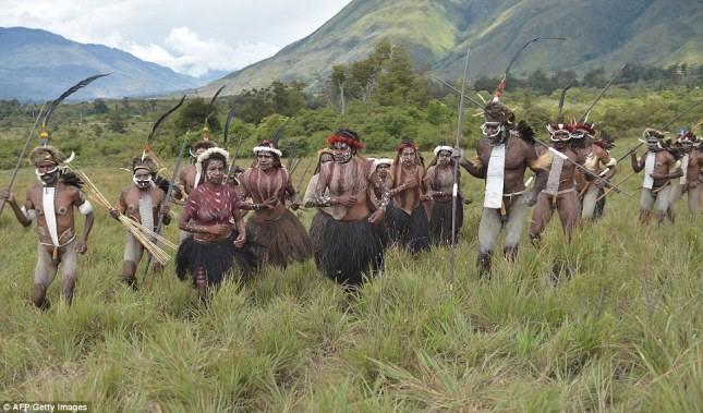 Дикое горное племя Дани хранит тела умерших предков в копченом виде