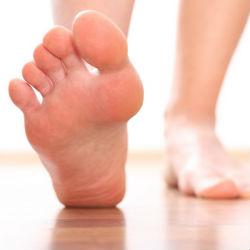 Ноги опухают Что делать, как помочь? Опухла нога