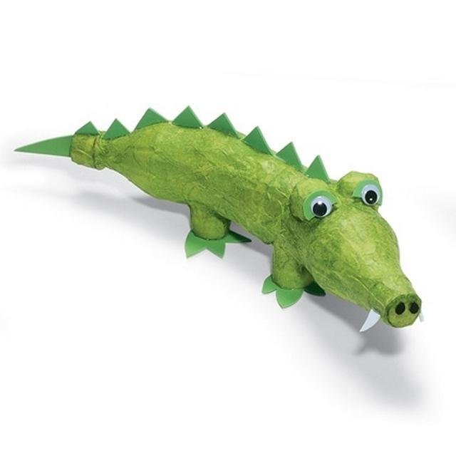 Динозавр из пластиковых бутылок своими руками