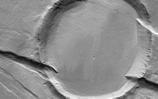 Самые необычные ударные кратеры Марса