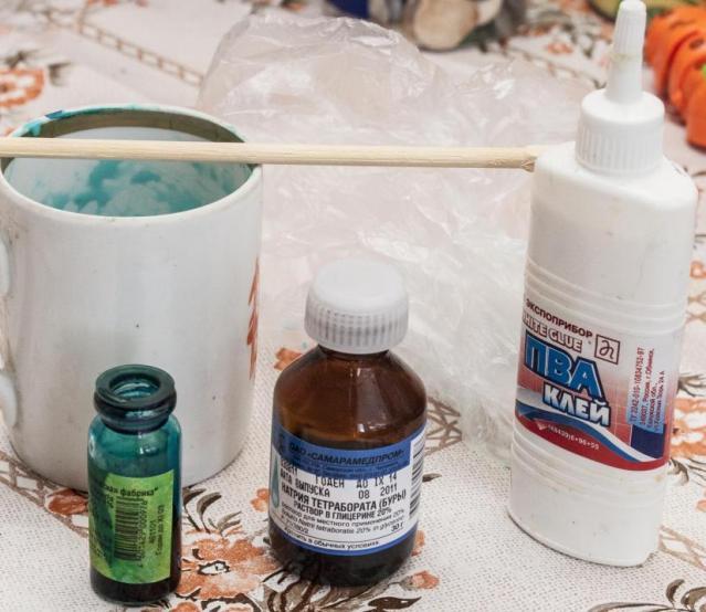 Как сделать лизуна в домашних условиях?