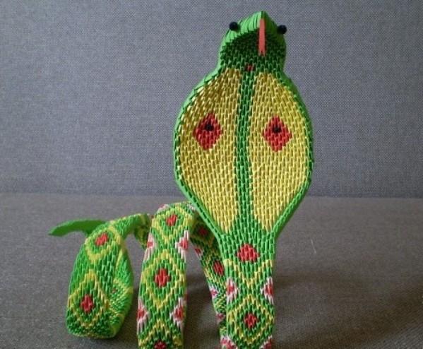 Оригами змея из модулей.