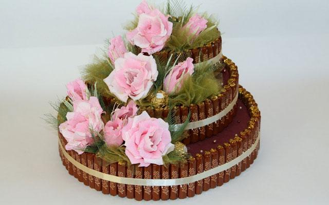 Корзина с цветами из конфет сделанная своими руками