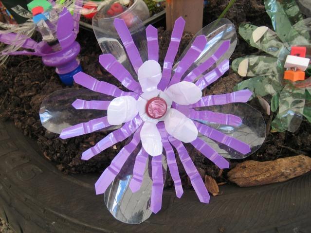 Фото из пластиковых бутылок цветок