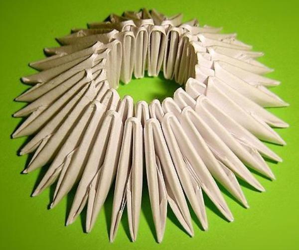 Как сделать подделку из бумаги лебедя