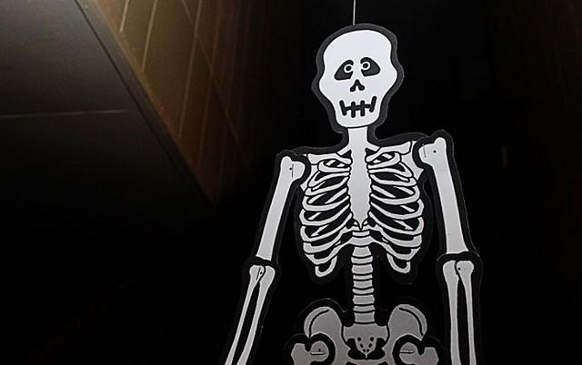 Как сделать в бумаги скелет руками 720