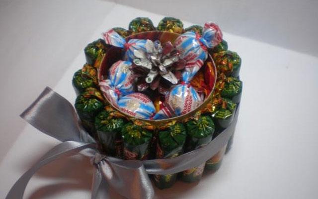 Подарки из конфет простые