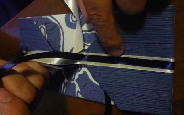Как сделать подарочную ленту своими руками