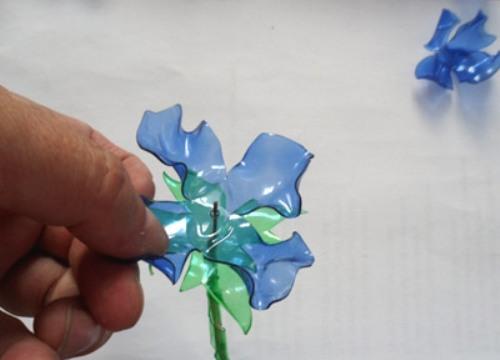 Как своими руками сделать цветок из пластиковой бутылки