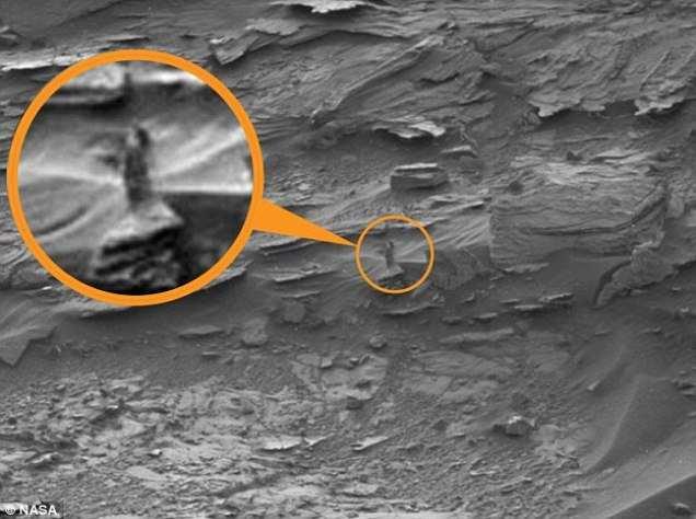 На Марсе заметили полуобнаженную женщину и краба