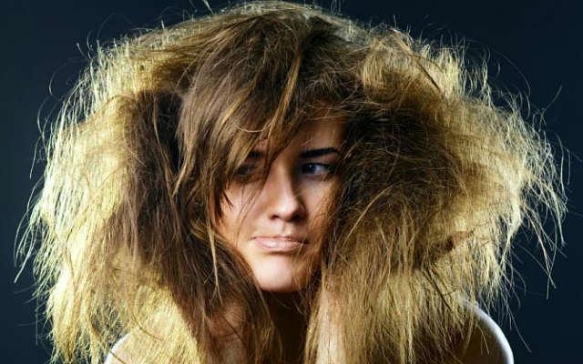 Маски для волос из грязи мертвого моря прекрасно подойдут для проблематичных волос, устранят перхоть и чрезмерную