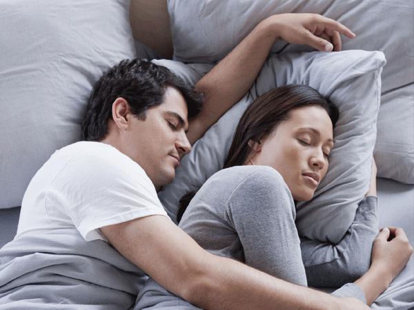 Вот, что поза пары во сне может рассказать об отношениях