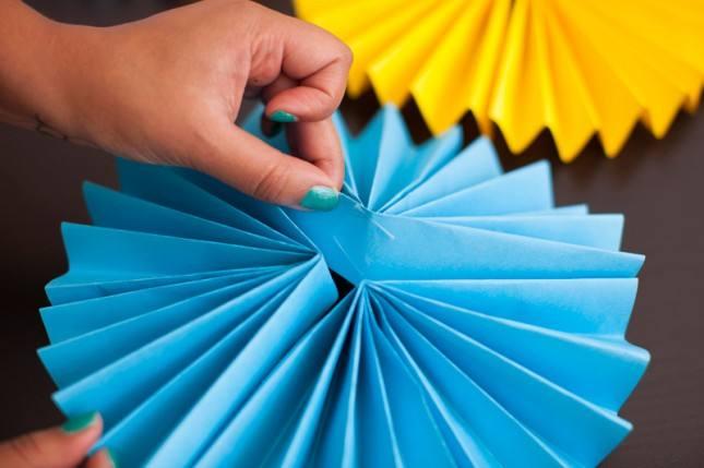 Как сделать из бумаги гофрированные круги