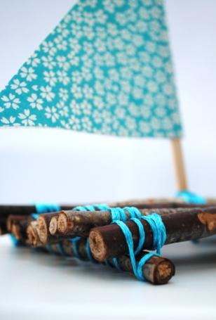 Бумажный кораблик из конфет