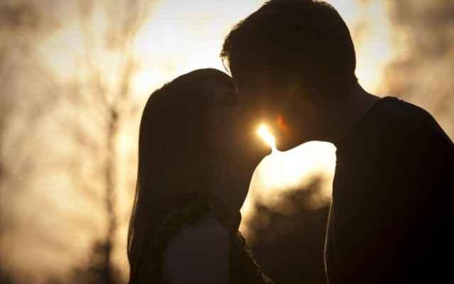 Молодые пары целуются фото 21-630
