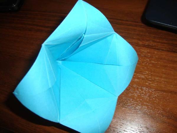 Данная модель бумажного цветка
