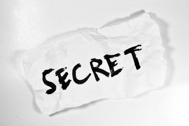 Он знает мерзкие вещи и жуткие секреты, которые скрывают люди