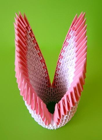 Лебедь оригами из треугольных