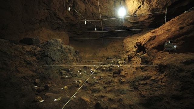 Под древним храмом в Мексике найдены сотни загадочных желтых сфер